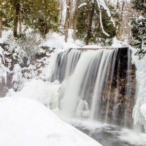 Snowshoe, Waterfalls & Wine Tour